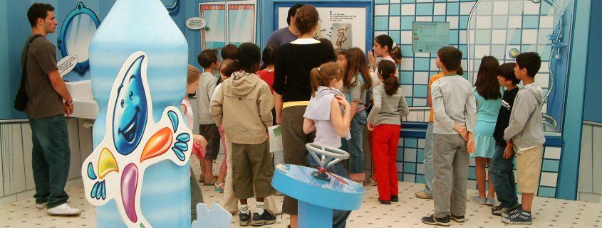 salle de bain pour expliquer les enjeux écologique.